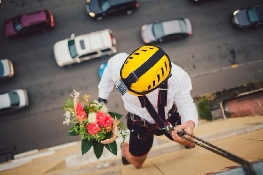 альпинист с цветами.jpg