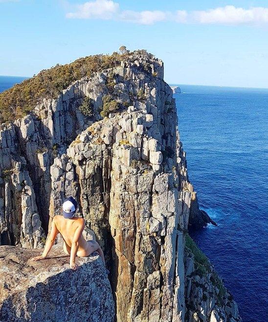 Девушка из Австралии путешествует голышом10.jpg